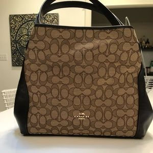 Coach classic shoulder bag with dust cover